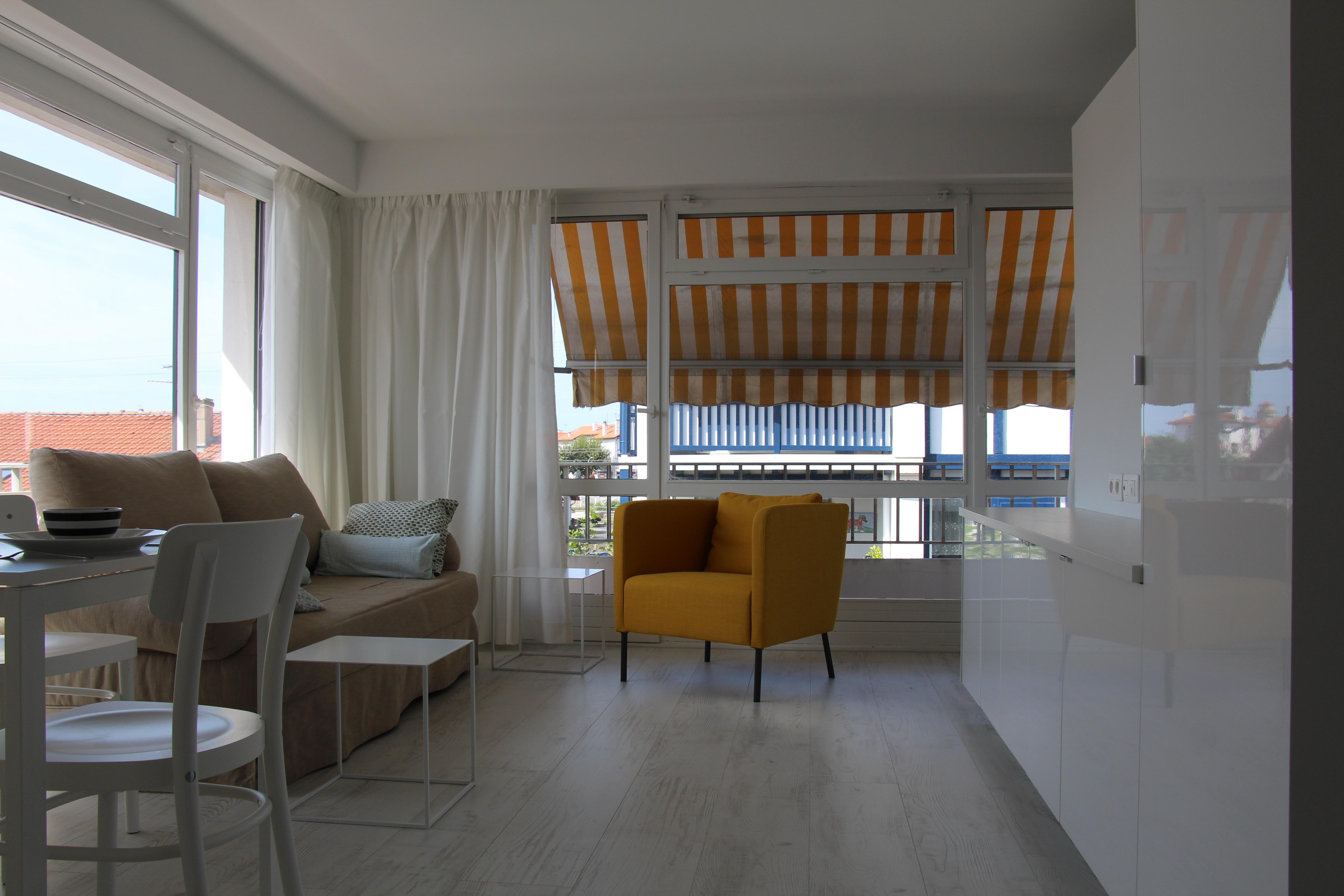 stephan architecte am nagement d un appartement de 35m st jean de luz. Black Bedroom Furniture Sets. Home Design Ideas